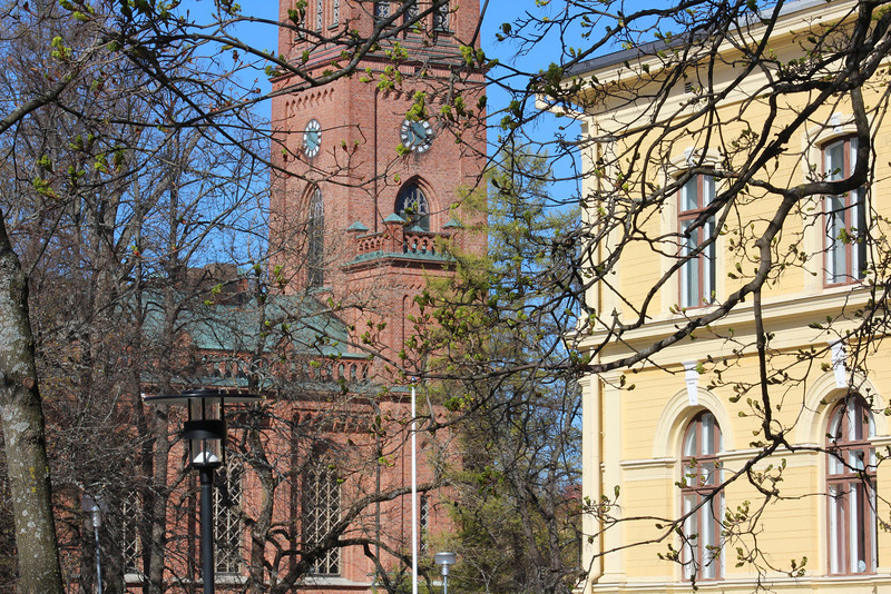 Vaasa church, with City Hall in the foreground.
