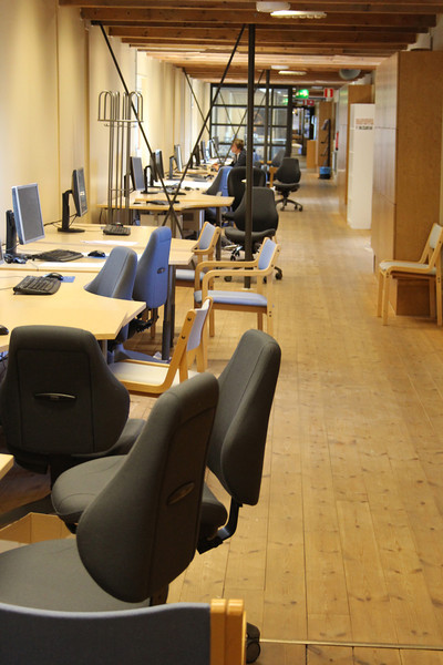 A long computer lab can be found in the long hallway that connects the grain towers to the main building.