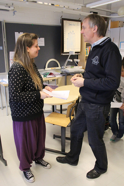 Immediately after the lesson, the student teacher gets feedback from the classroom teacher.