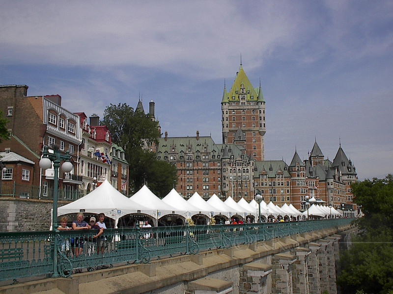 Hotel Frontenac, with Bazaar in front
