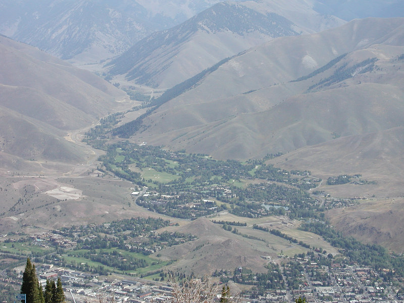 Ketchum is lower right.  Sun Valley is center.