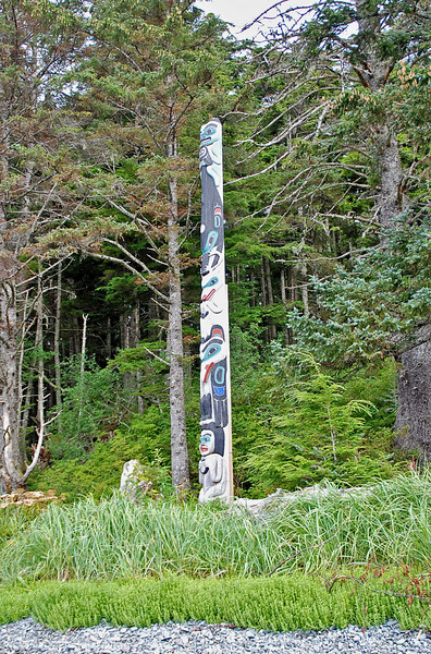 A totem pole on the coast at Halibut State Park.
