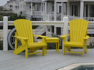 Yup, I am still obsessed with yellow chairs
