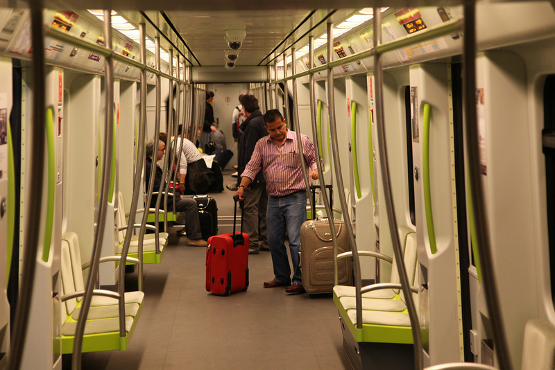 A ride in the modern Valencia Metro. What a difference with the Dutch metro trains, where complete idiots destroy the trains by graffitty tags and scratched windows. You can see (and feel) that Valencians are PROUD of their city!!