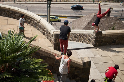 Street runners, Valparaiso.