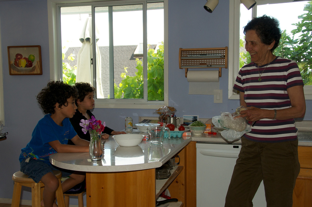 Apeecha making jello with the kids