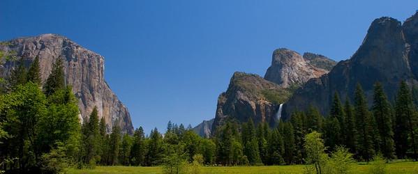 Now, I'm a blue-and-green guy, so to me all of this noontime sunlight is okay. El Cap & Bridalveil again.