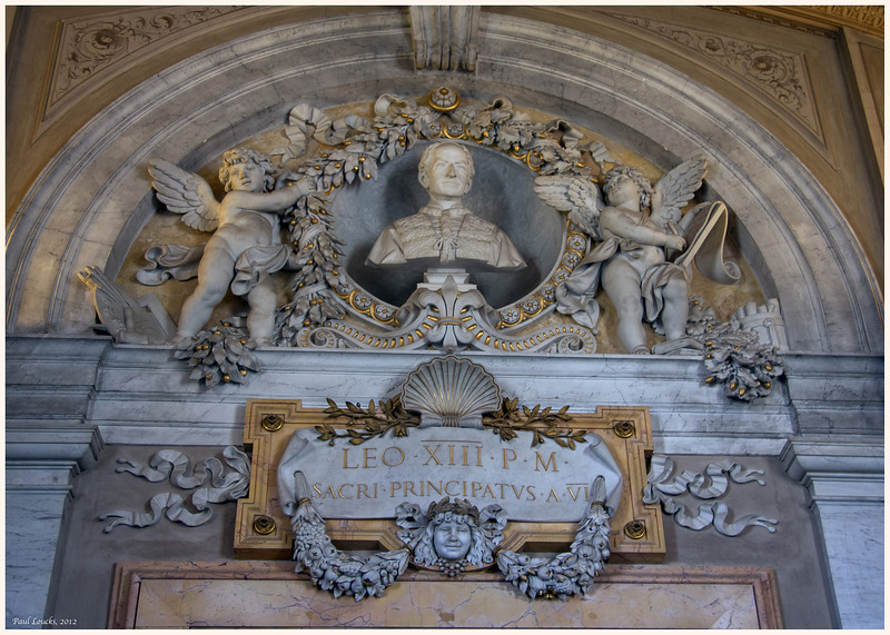 Elaborate adornment above the entranceway to the museums. It honors Leo XIII, a 19th century Pope.