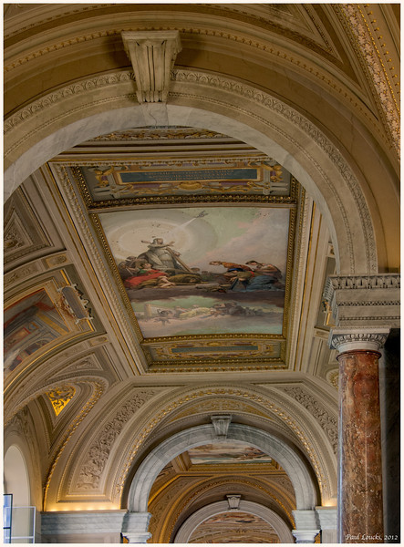 Ceiling fresco serving as a transitiion between two wings of the museum.