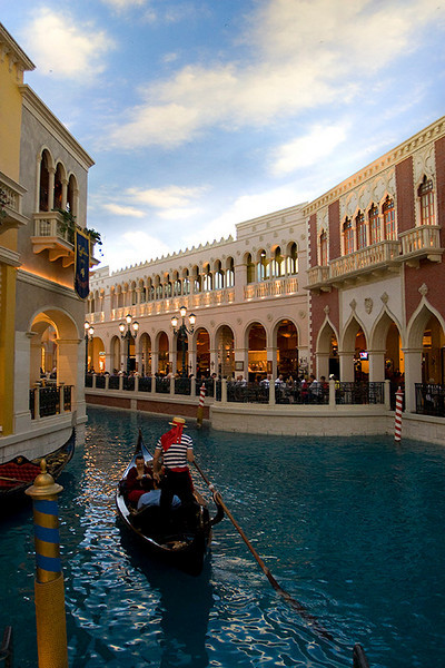 Venetian interior shopping