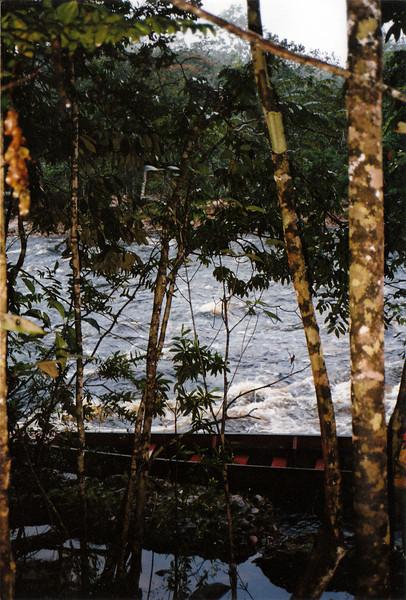 La barca con la que remontamos el rio desde el campamento para ver el Salto del Angel
