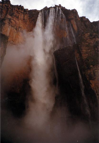Salto del Angel, cascada en caida libre de 1000 metros