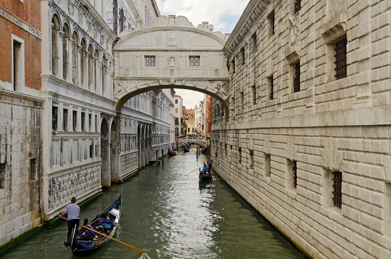 _D7K2011 Bridge of Sighs, Doge's Palace, Venice