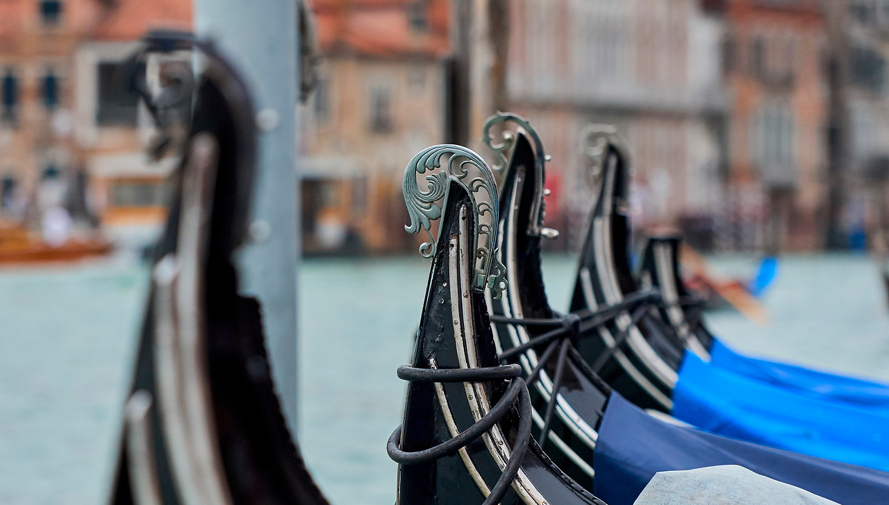 Details of the gondola are beautiful