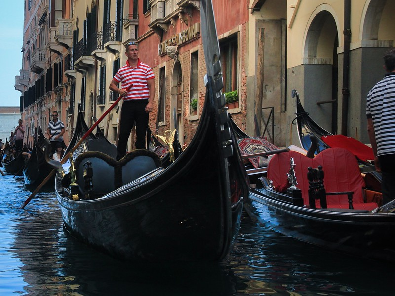 Although aided by a curved paddle blade, it still takes a tricky arm motion and twisting technique to propel a gondola in a straight line.