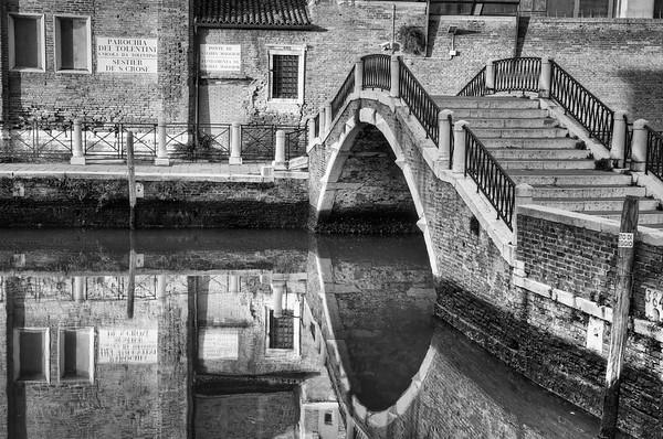 http://www.bjornmoerman.com/Travel/Venice-Italy/20091203142440-HDR-Edit-Edit/732954237_sD3su-M.jpg