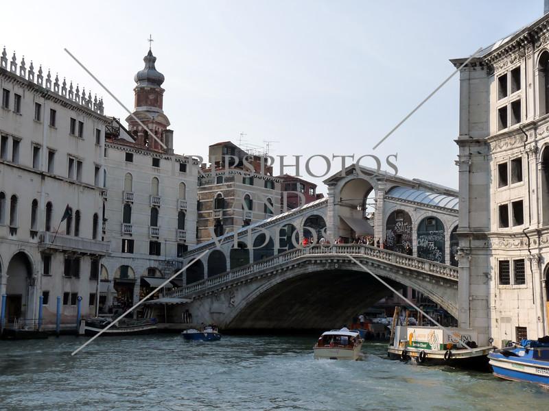 Rialto bridge over the Grand Canal in Venice, Italy.