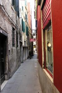 Narrow calle
