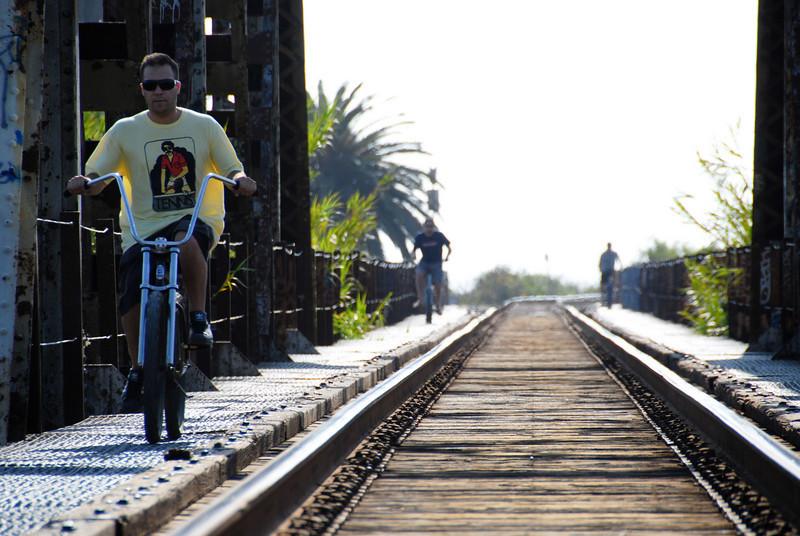 "<span id=""title"">Three Bicyclists</span>"