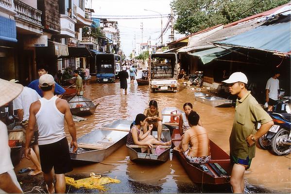Street flooding Hà Nội Việt Nam - Aug 2002