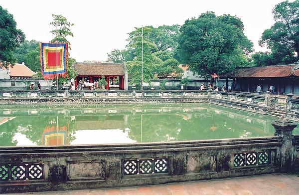 Ao Thiêng Thiền Quang Thiêng Thiền Quang pond Vǎn Miếu Temple of Literature Hà Nội Việt Nam - Aug 2002