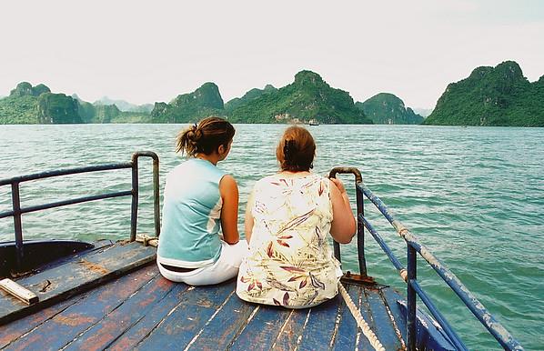 Lan and Gill on boat Vịnh Hạ Long Hạ Long Bay Việt Nam - Aug 2002