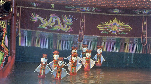 Rõi nước Water puppets Hà Nội Việt Nam - Aug 2002