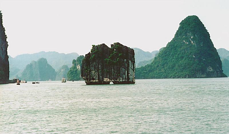 Hole in the wall Vịnh Hạ Long Hạ Long Bay Việt Nam - Aug 2002