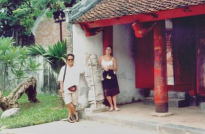 Lan and Tuấn Vǎn Miếu Temple of Literature Hà Nội Việt Nam - Aug 2002