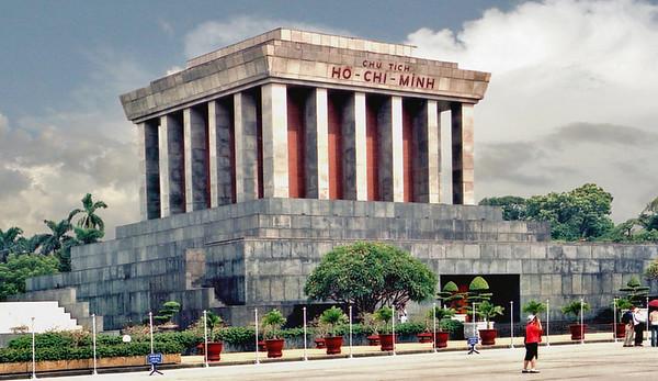 Lang chủ tịch Hồ Chí Minh Hồ Chí Minh mausoleum Ba Ðình square Hà Nội Việt Nam - Aug 2002