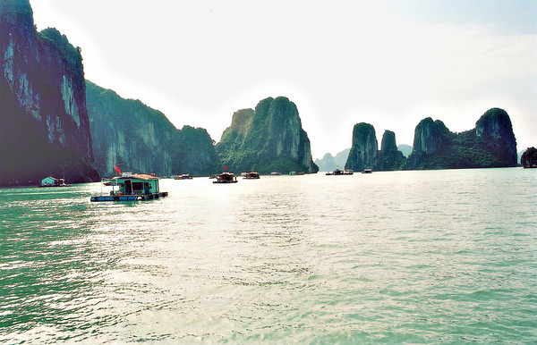Marine farms Vịnh Hạ Long Hạ Long Bay Việt Nam - Aug 2002
