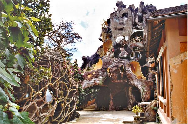 Path Hàng Nga guesthouse Đà Lạt Việt Nam - Aug 2002
