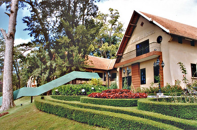 Lawn Empress  Hotel Đà Lạt Việt Nam - Aug 2002