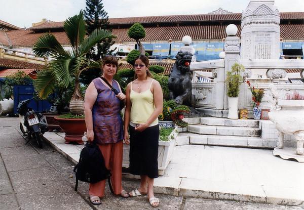 Gill and Lan Chợ Bình Tây Bình Tây market Chợ Lớn Saigon - Thành Phố Hồ Chí Minh Việt Nam - Jul 2002
