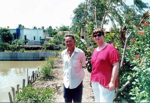 Gill and Chí (anh nǎm, Phương's brother) Bình Dương Việt Nam - Jul 2002
