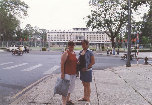 Gill and Lan Dinh Thống Nhất Reunification palace Saigon - Thành Phố Hồ Chí Minh Việt Nam - Jul 2002