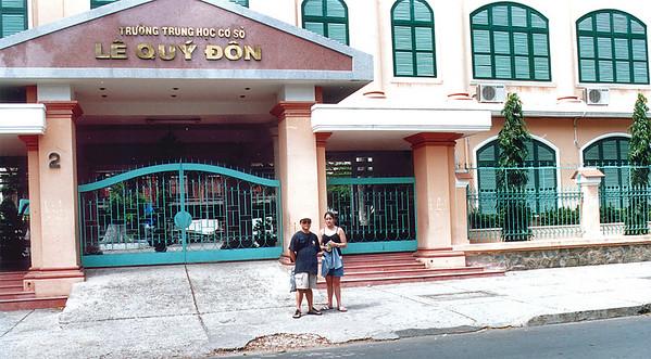 Entrance to primary school Lê Quý Ðôn school (formerly lycée Jean-Jacques Rousseau) Saigon - Thành Phố Hồ Chí Minh Việt Nam - Jul 2002