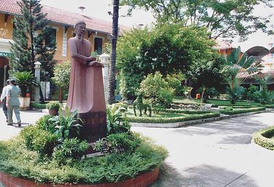 Front courtyard Lê Quý Ðôn school (formerly lycée Jean-Jacques Rousseau) Saigon - Thành Phố Hồ Chí Minh Việt Nam - Jul 2002