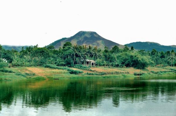 Bờ sông Hương Banks of Perfume River  Huế Việt Nam - Aug 2002