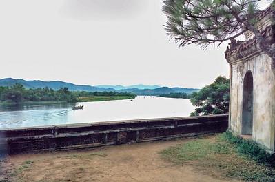 Sông Hương từ chùa Thiên Mụ Perfume River from Thiên Mụ pagoda  Huế Việt Nam - Aug 2002