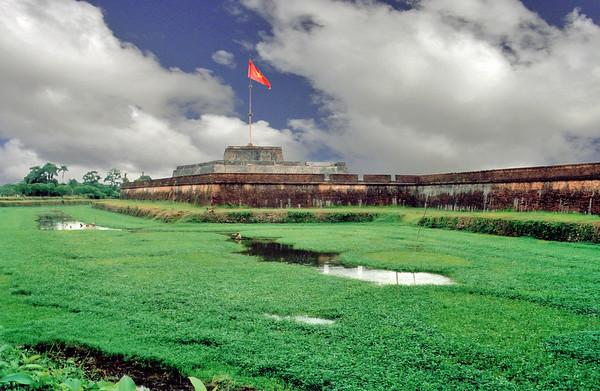 Cột cờ, Kinh Thành Flag tower, Imperial City Huế Việt Nam - Aug 2002