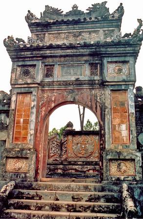 Tomb entrance gate Lang Hoàng Ðế Tự Ðức Tomb of emperor Tự Ðức Huế Việt Nam - Aug 2002