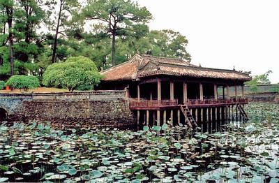 Xung Khiêm pavilion Lang Hoàng Ðế Tự Ðức Tomb of emperor Tự Ðức Huế Việt Nam - Aug 2002