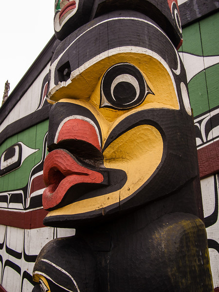 Mungo Martin carved the heraldic pole in 1952 to represent all of the  Kwakwaka'wakw (Kwakiutl) nations.