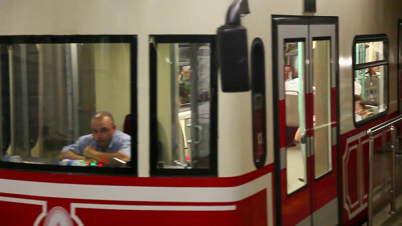 Tunel shuttle. (duration: 00:50)