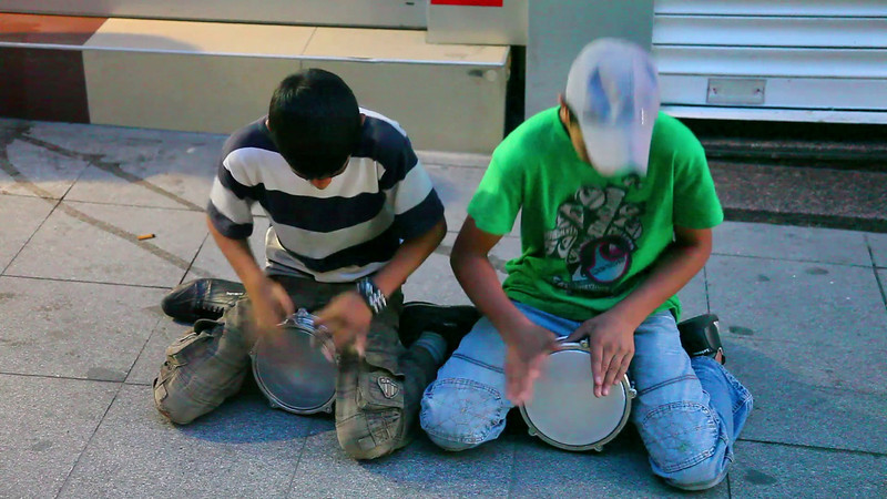 Street-artists in Kadikoy. Gypsy boys. Blue-white guy is the better one.. (duration: 01:23).