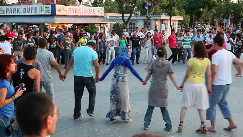 Kadikoy. People from Black Sea area are performing a streetdance. (duration: 00:26)