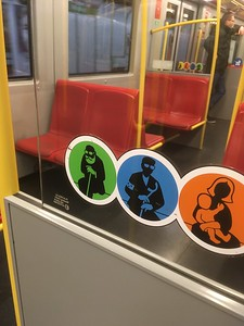 Homage to Freud on Vienna subway symbology?