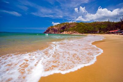 Deserted golden sand beach - Vietnam