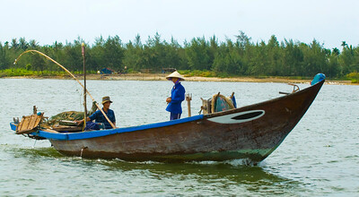Traditional fishing boat on Hoi An river - Hoi An - Vietnam